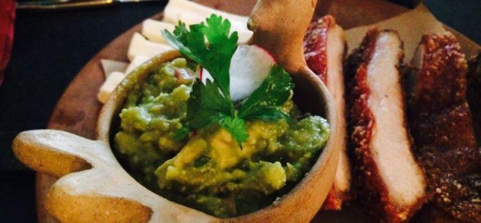 San Pedrito, restaurante y licorería Mexicana